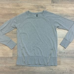 GAIAM Heather Gray Long Sleeve Pullover Top